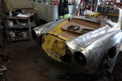 After replacing headlight bowls and surrounding wing sections, the main work on the nose was started